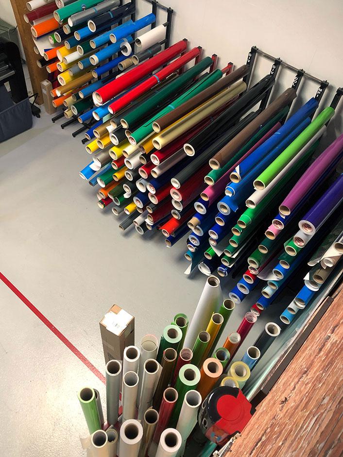 Fargede ruller med folie