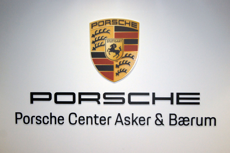 Porsche skilt