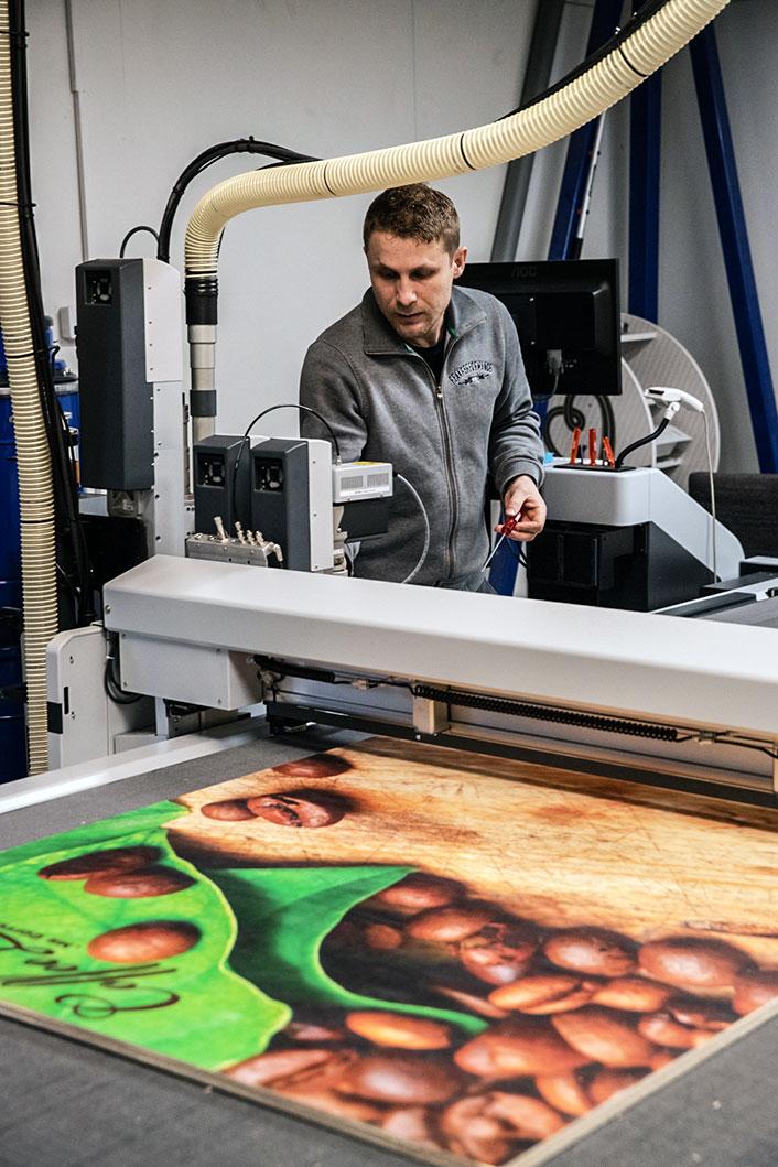 Mann ved printer